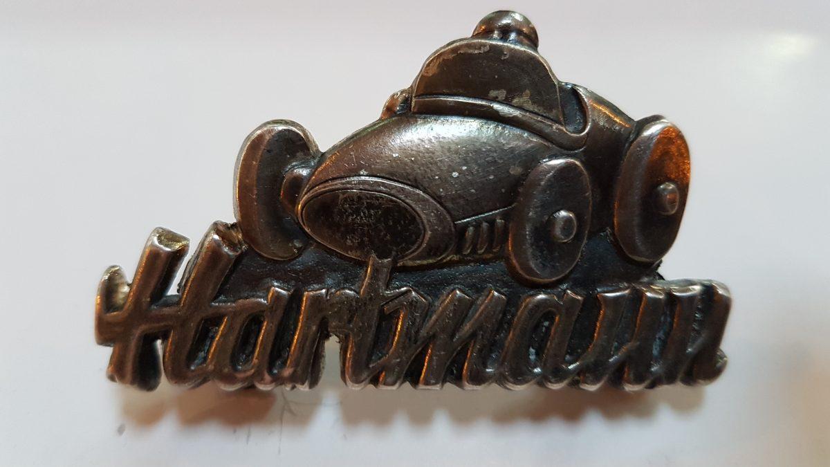 Scuderia Hartmann-Das vordere Emblem wurde nachgegossen